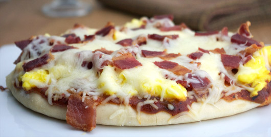 Breakfast Pita Pizza